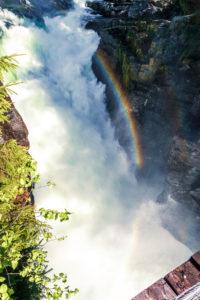 vodopád shora s krásnou duhou