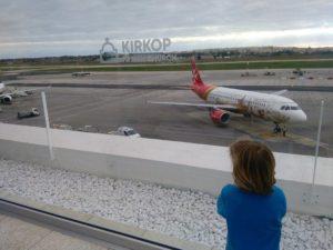 výhled na letadla na letišti