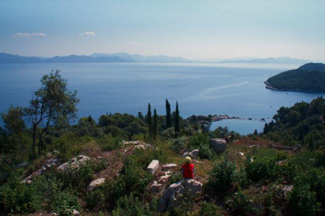 výhled na moře od kostela ve městě Trpanj, Chorvatko bez turistů
