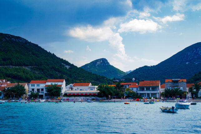 bouřkové mraky nad Žuljanou, asi jedině při bouřce si jde užít Chorvatsko bez turistů