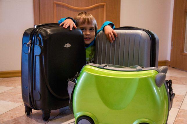 Jak se sbalit do příručního zavazadla s dětmi